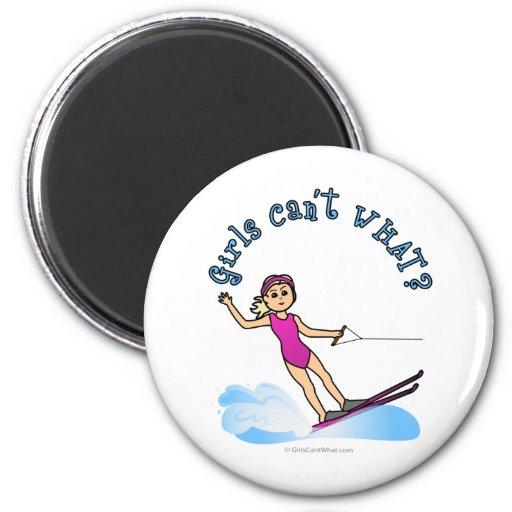 Esquiador de sexo femenino rubio del agua imán de frigorifico
