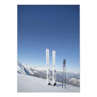 Esquís y esquí postes invitaciones personalizada