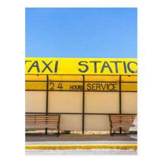 Estación amarilla del taxi en la costa en Grecia Postal