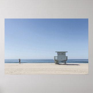 Estación del salvavidas en una playa póster