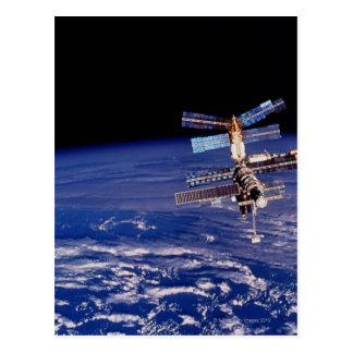 Estación espacial del MIR que flota sobre la Postal