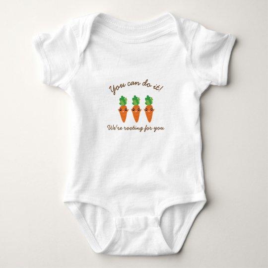 Estamos arraigando para usted las zanahorias body para bebé