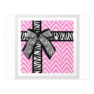 Estampado de animales rosado con diseño del arco postal