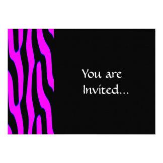 Estampado de animales salvaje rosado de neón invitación