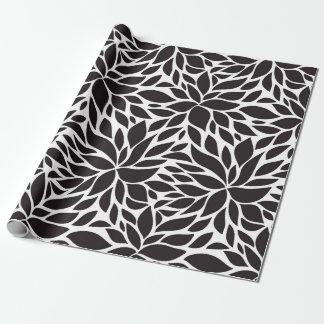 Estampado de flores abstracto en negro y blanco papel de regalo