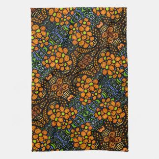 Estampado de flores anaranjado caprichoso paño de cocina