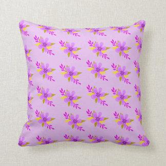 Estampado de plores púrpura cojín decorativo
