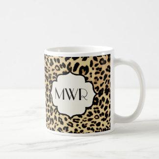 Estampado leopardo descarado con monograma taza de café