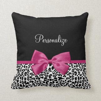 Estampado leopardo rosado oscuro vivaz de la cinta cojín decorativo