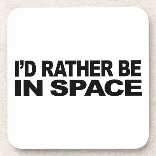 Estaría bastante en espacio posavasos de bebida