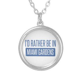 Estaría bastante en los jardines de Miami Collar Plateado