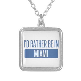 Estaría bastante en Miami Collar Plateado