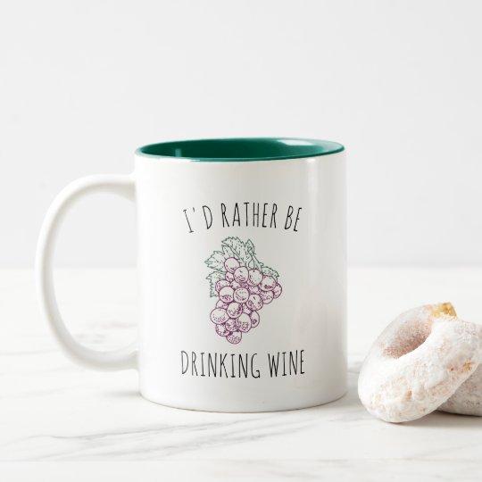 Estaría bebiendo bastante el vino taza de café de dos colores