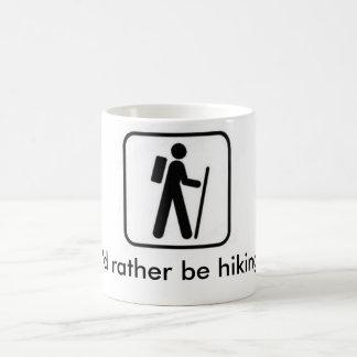 Estaría caminando bastante la taza