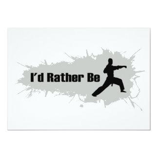 Estaría haciendo bastante karate invitación 12,7 x 17,8 cm