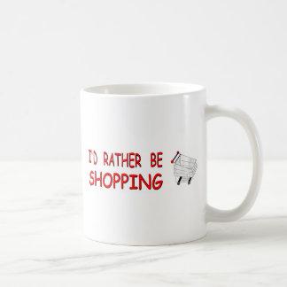 Estaría haciendo compras bastante taza de café