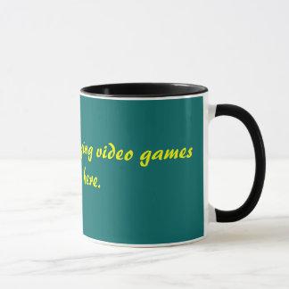 Estaría jugando bastante a los videojuegos que taza