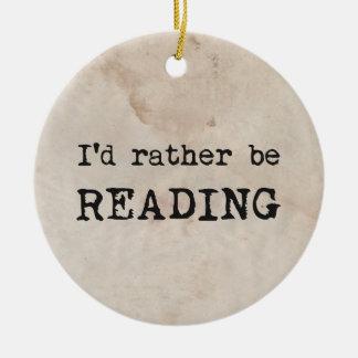 Estaría leyendo bastante ornamento de navidad