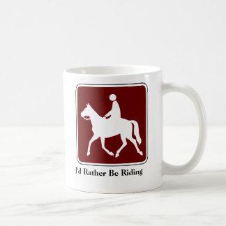 Estaría montando bastante la taza de café
