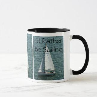 Estaría navegando bastante, el velero blanco taza