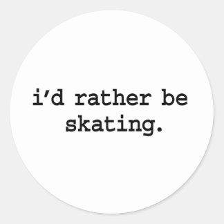 estaría patinando bastante pegatina redonda