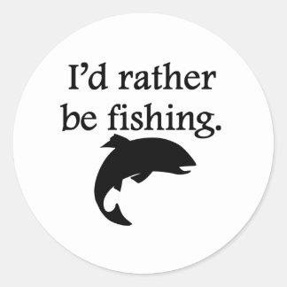 Estaría pescando bastante etiqueta redonda