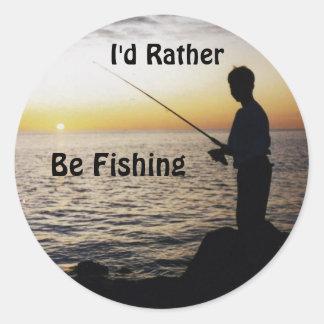 Estaría pescando bastante, pesca de la puesta del etiqueta redonda