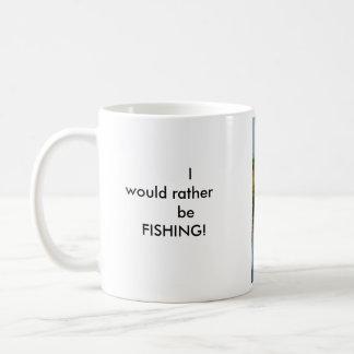 ¡Estaría pescando bastante! Taza Básica Blanca