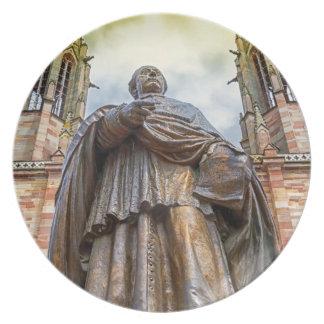 Estatua de Charles-Emilio Freppel, Obernai, Plato