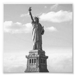 Estatua de la libertad blanco y negro foto