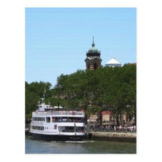 Estatua de Nueva York de la vela del barco de la Postal