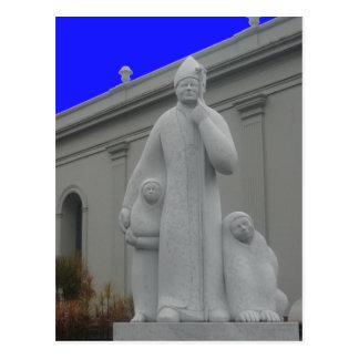 estatua del sacerdote postales