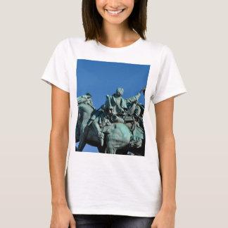 Estatua del soldado de la guerra civil en camiseta