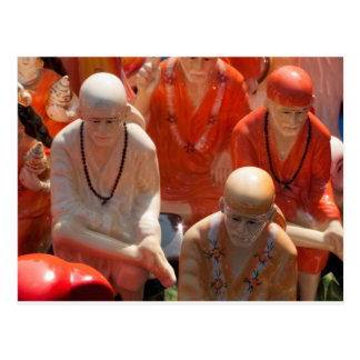 Estatuas del bizcocho borracho de Sai Postal