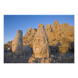 Estatuas principales colosales de dioses guardando impresiones fotograficas