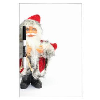 Estatuilla de Papá Noel aislada en el fondo blanco Pizarra