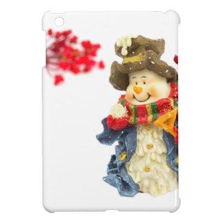 Estatuilla linda del muñeco de nieve con las bayas