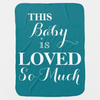 Este bebé es tanto manta amada del bebé azul
