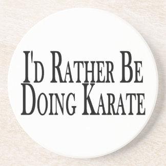 Esté haciendo bastante karate posavaso para bebida