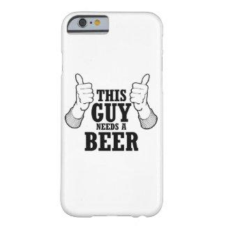 Este individuo necesita una cerveza - humor del funda de iPhone 6 barely there