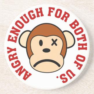 Este mono está bastante enojado para nosotros dos posavasos cerveza