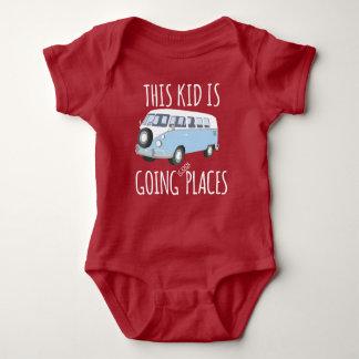 Este niño es lugares frescos que van body para bebé