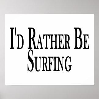 Esté practicando surf bastante póster