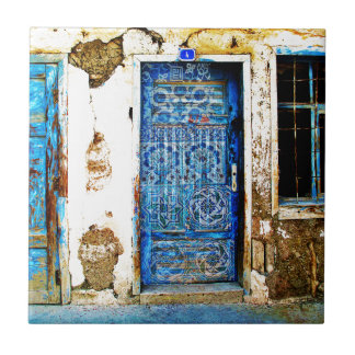 Estilo rústico de la puerta griega azul del azulejo cuadrado pequeño