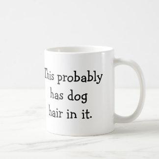 Esto tiene probablemente pelo de perro en él - taza de café