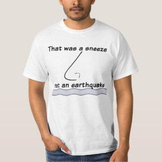 Estornuda ningún terremoto camiseta