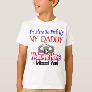 """""""Estoy aquí coger camisa de mi papá"""""""
