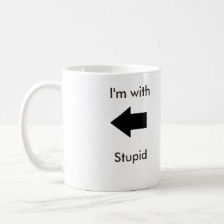 Estoy con la taza estúpida