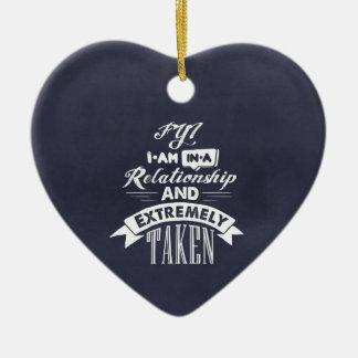 Estoy en una relación y me tomo extremadamente adorno navideño de cerámica en forma de corazón