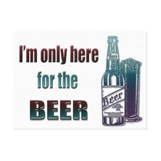 Estoy solamente aquí para la cerveza, impresión de lienzo envuelto para galerías